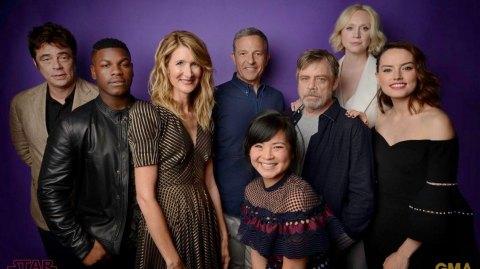 Une photo des acteurs de l'épisode VIII à la D23
