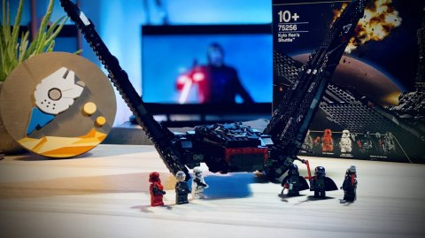 Montage du vaisseau Lego Star Wars de Kylo Ren