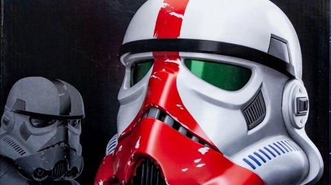 Sortie du casque Black Series Incinerator Stormtrooper Premium