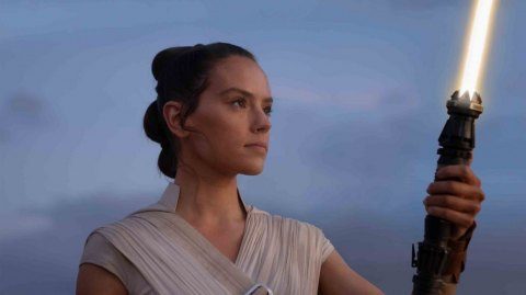 Hasbro dévoile son sabre laser force FX de Rey Skywalker