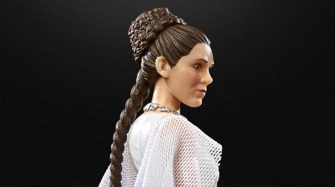 La figurine Hasbro Black Series de Leia en tenue de cérémonie
